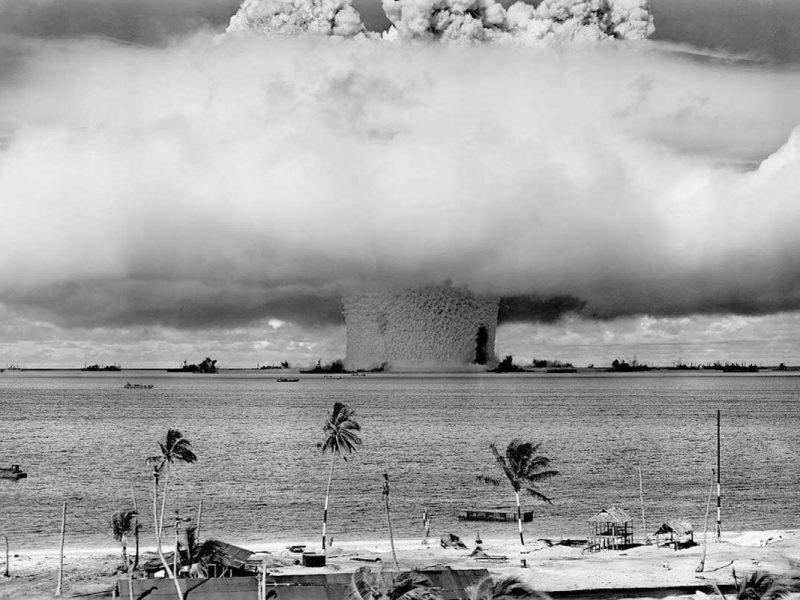 Formato de cogumelo resultado de uma bomba atômica